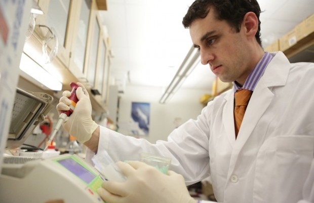 ARCS Scholar Alum Jesse Salk Prepares Sequencing Libraries in Loeb Lab
